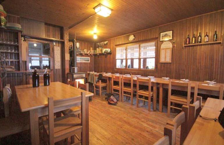 Sala da pranzo del Rifugio Grassi